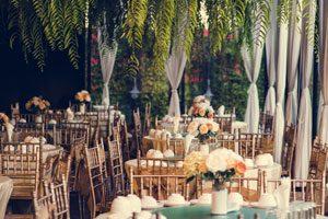 salle de reception d'une mariage avec de belles decorations